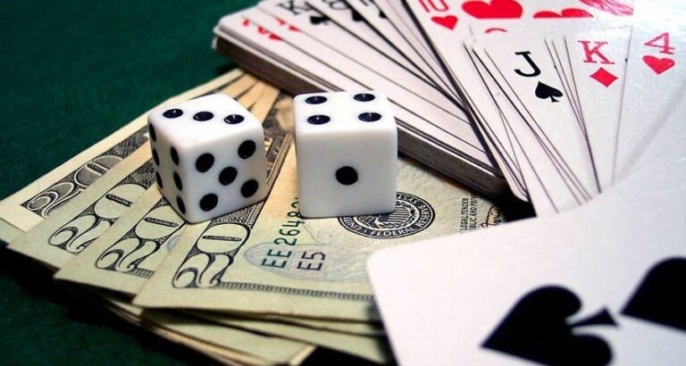 How many people are fans of online gambling?